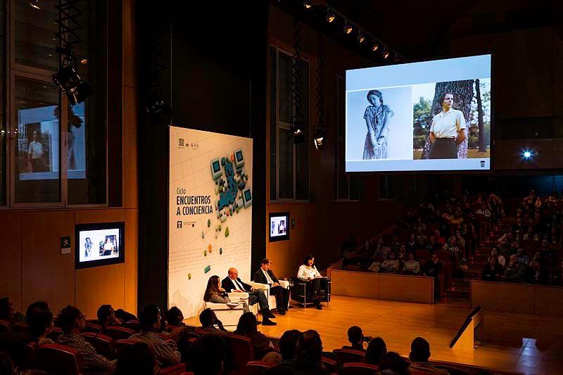 Coloquio: Francesca Woodman y Vivian Maier. Dos mujeres a contracorriente
